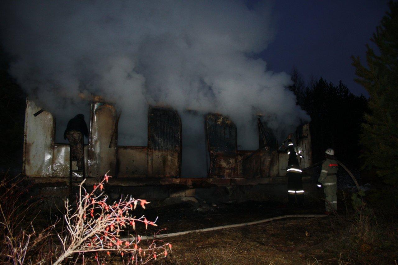 В Кировской области в рыбацком домике заживо сгорели молодые мужчины