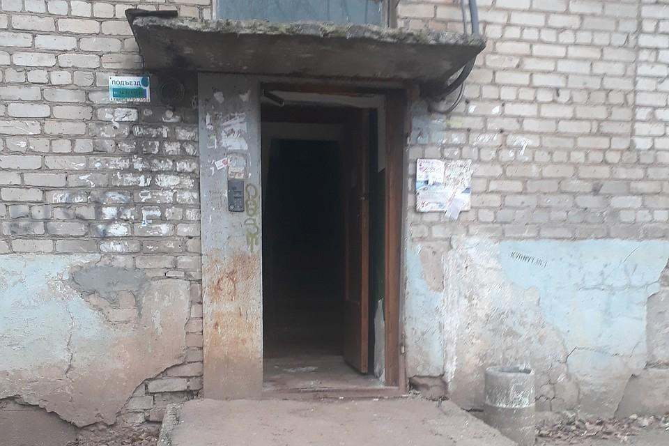 В Кирове из подъезда украли железную дверь