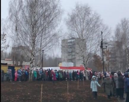 Дневной фейерверк и короткий праздник: чепчане поделились мнением об открытии Вятской набережной