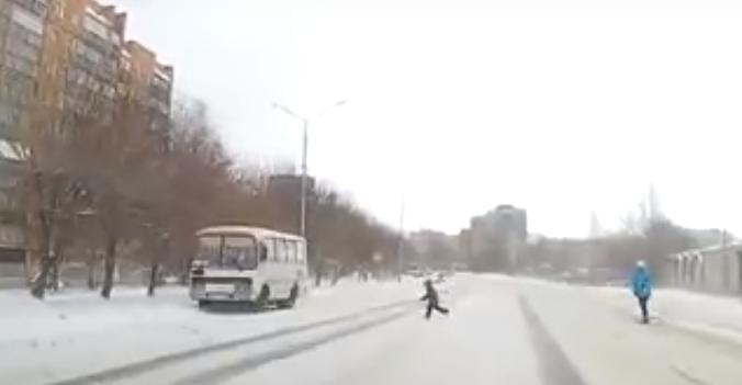 Видео: в Чепецке под колеса авто выбежал ребенок