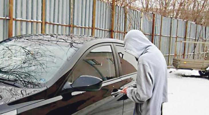 В Чепецке двое мужчин угнали семь машин