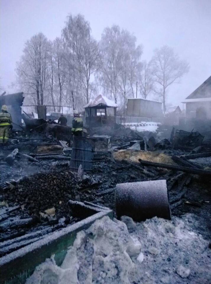 В Чепецком районе сгорел дом, пока хозяева были на работе