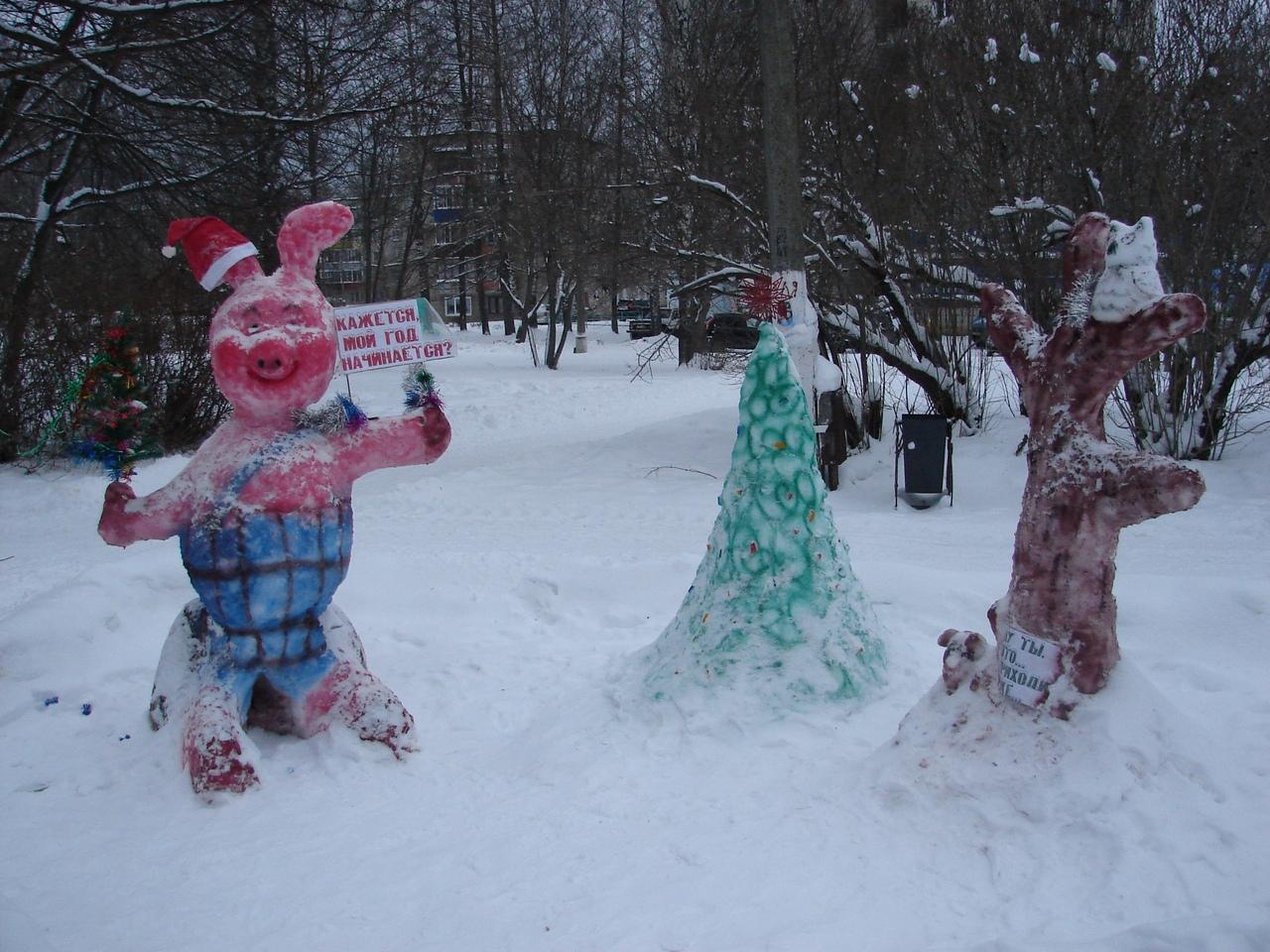 В Чепецке убрали несколько снежных фигур с аллеи у администрации
