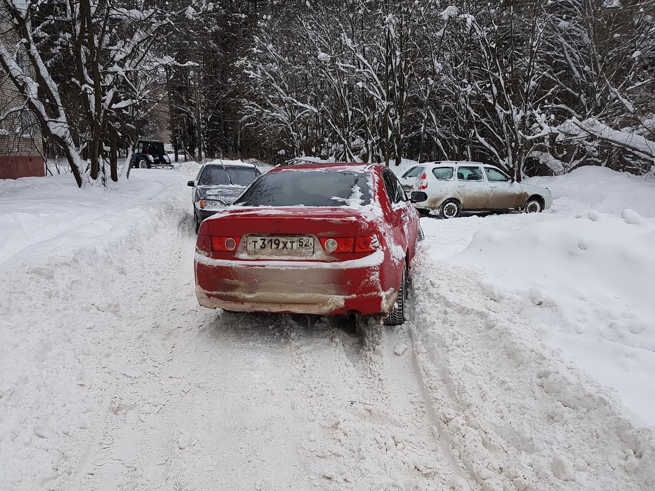 «Въехать во двор можно только на снегоходе»: чепчане жалуются на работу коммунальщиков