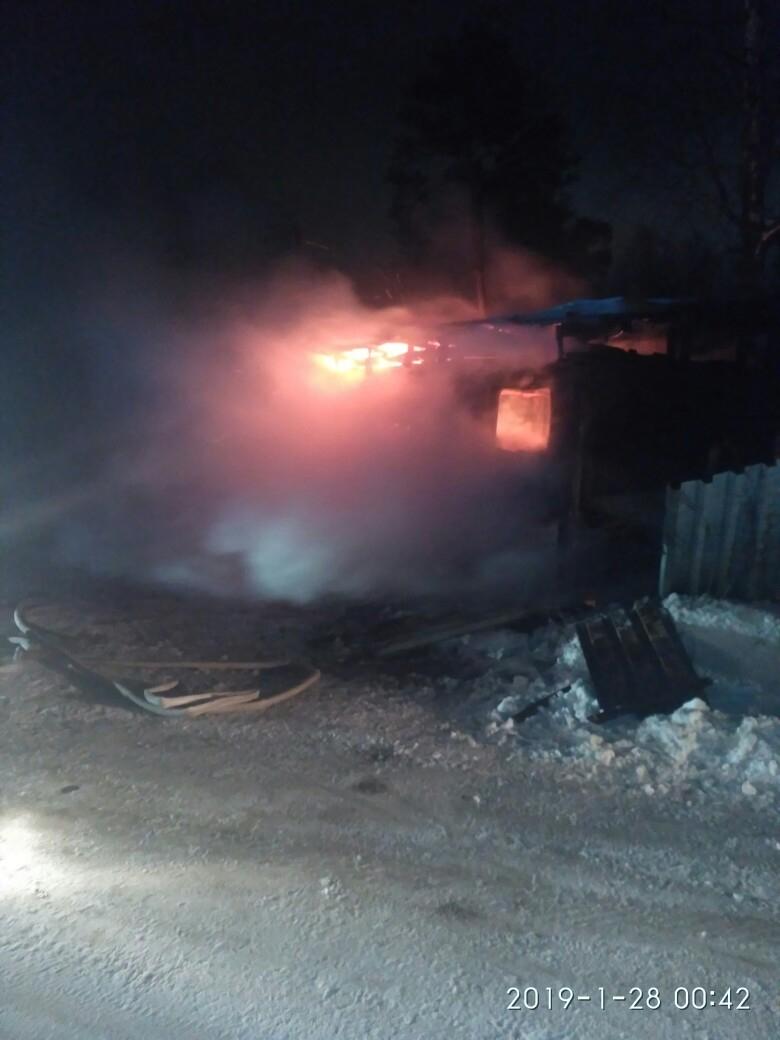 В Кирово-Чепецке сгорел бытовой вагон: пострадал мужчина