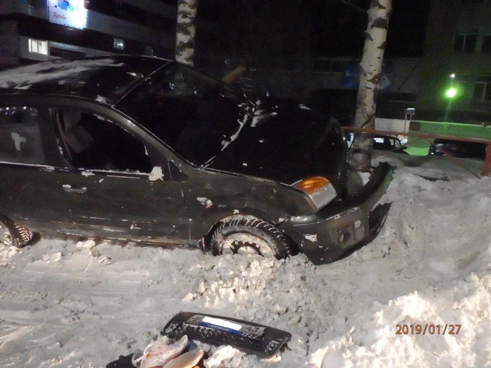 Горожане просят восстановить сбитый светофор на улице Ленина