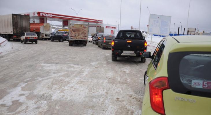 Специалисты проверили качество бензина за АЗС Кировской области
