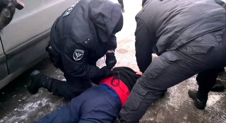 В Чепецке задержали мужчину, который забрался в чужой дом и устроил там погром