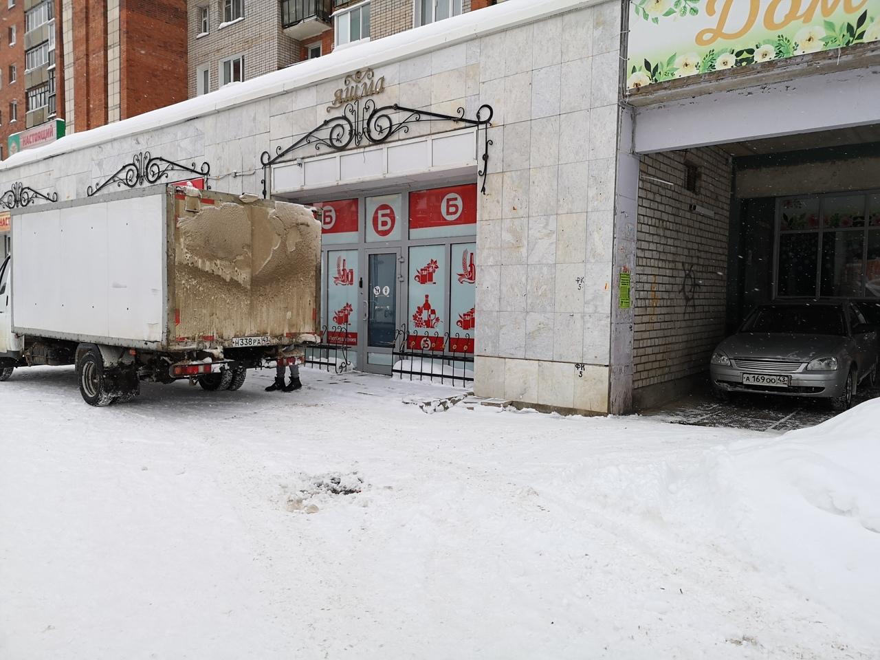"""""""Боги"""" парковки, демонтаж горок и 85-граммовая плитка шоколада: на что жаловались чепчане"""