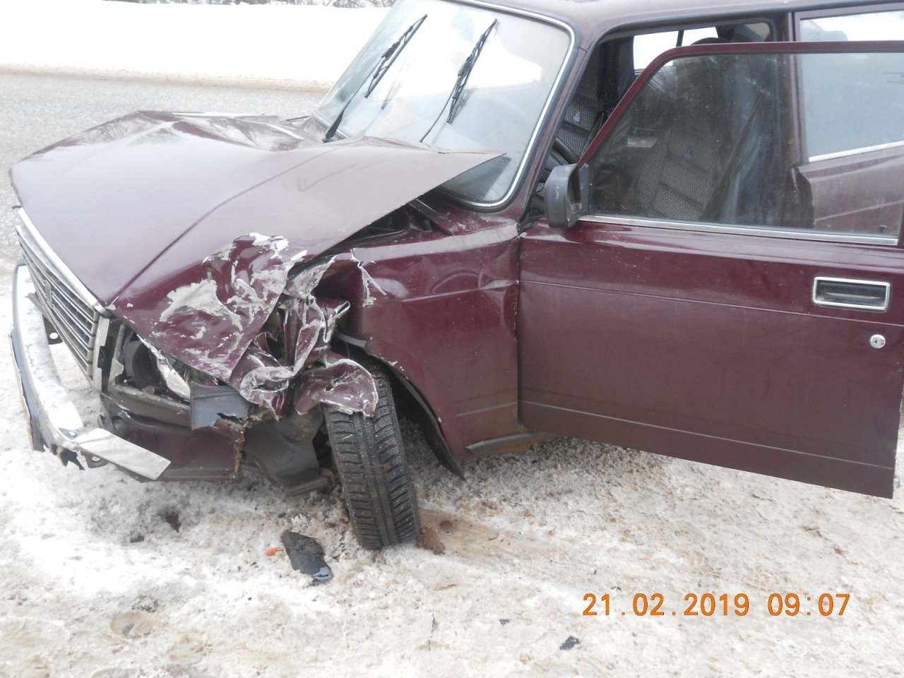 Видео: в Чепецком районе на ровном месте лоб в лоб столкнулись два ВАЗа