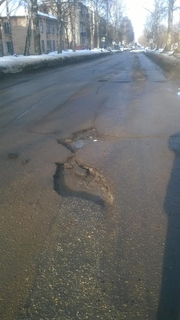 """""""Чуть не вылетел в сугроб из-за ямы"""": чепчанин пожаловался на состояние дорог в городе"""