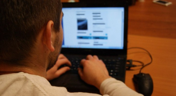 Путин подписал закон, запрещающий оскорбление власти в интернете