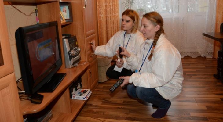В Кирово-Чепецке волонтеры помогают настраивать цифровое ТВ