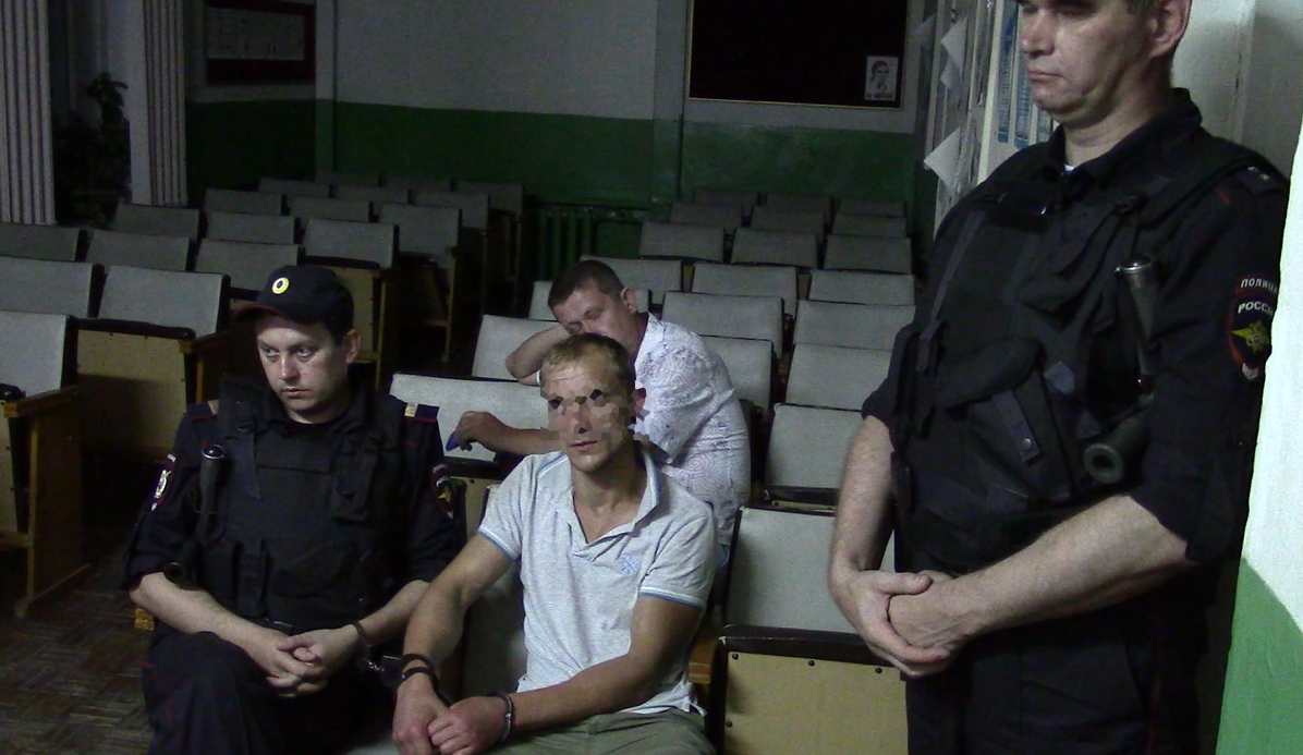 В Кирово-Чепецке два пьяных брата избили сотрудников полиции