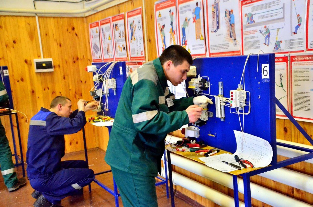В Кирово-Чепецке прошел областной конкурс на лучшего электромонтера