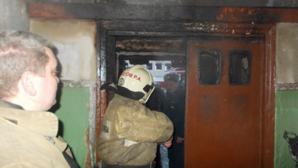 Неизвестные подожгли дверь квартиры на улице Горького: выезжали два пожарных расчета