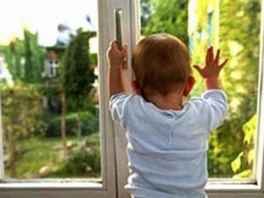 За прошлый год в России из окон выпали 1130 детей!