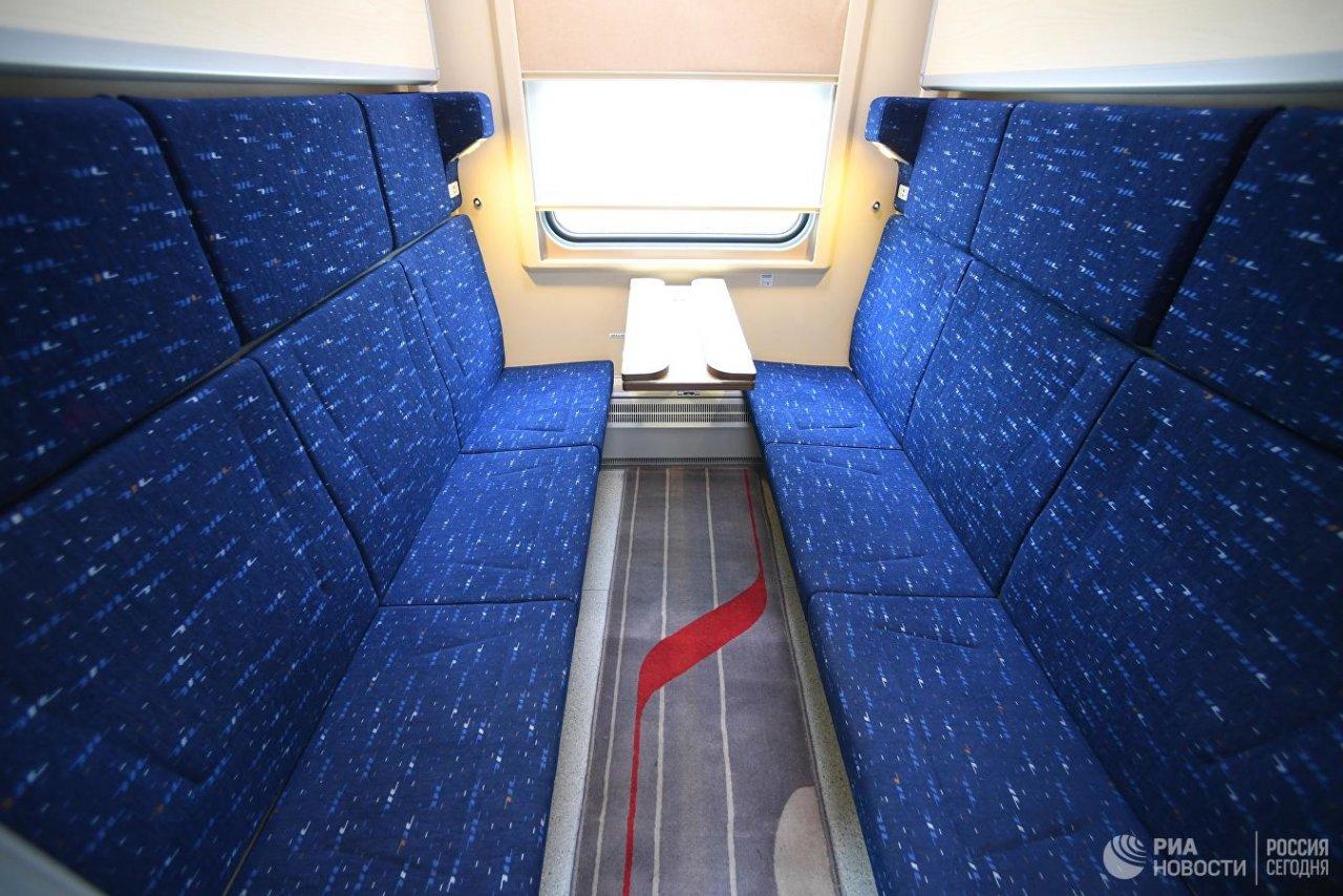 РЖД представили новые купейные вагоны с холодильником, сейфом и душем