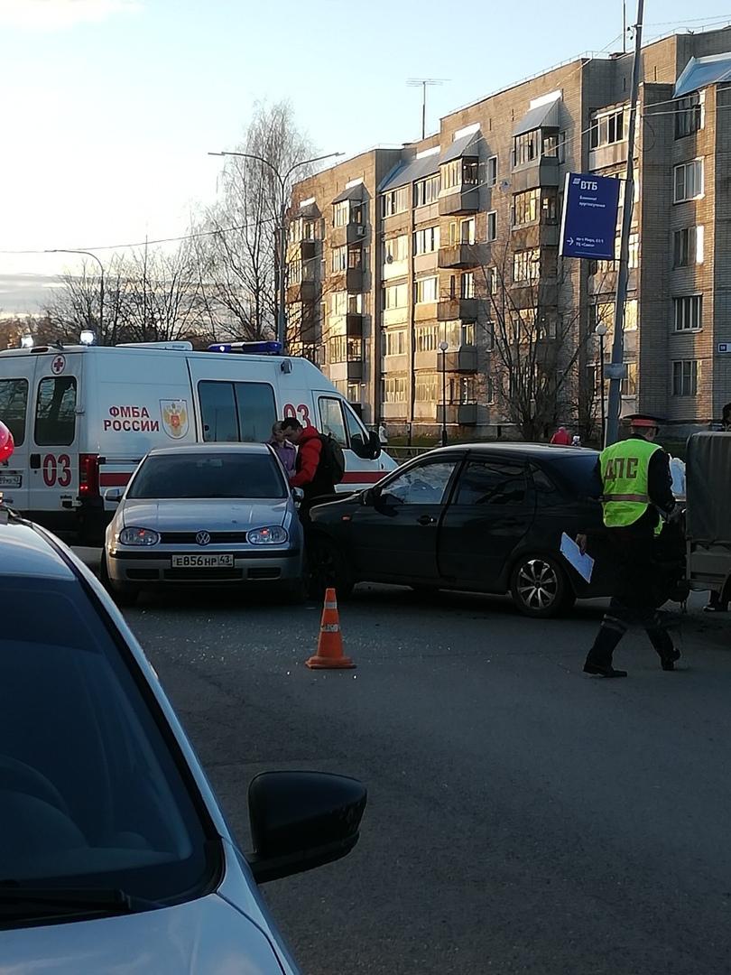 В Боево столкнулись две легковушки: на месте работают все оперативные службы