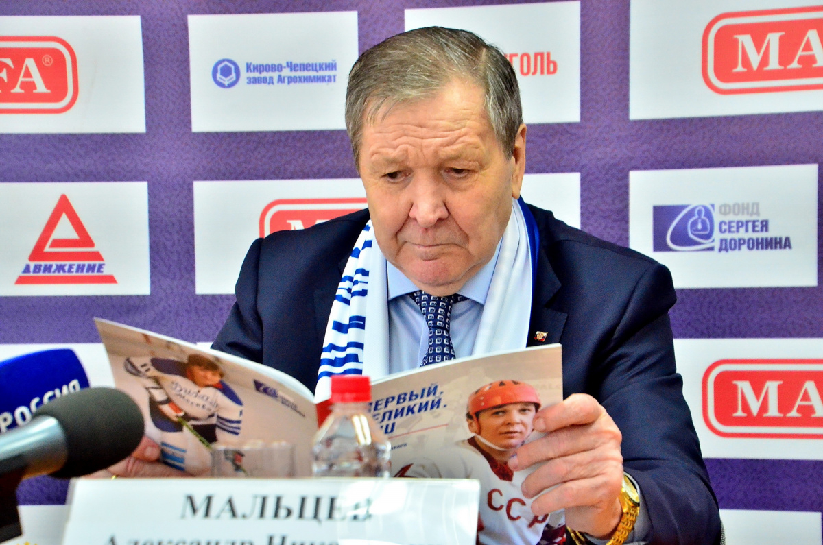 Легендарный хоккеист Александр Мальцев отметил юбилей в Чепецке