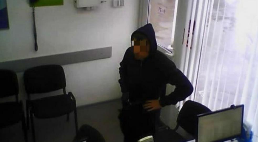 В Кирово-Чепецке двое местных жителей украли у работницы офиса микрозаймов дорогой телефон