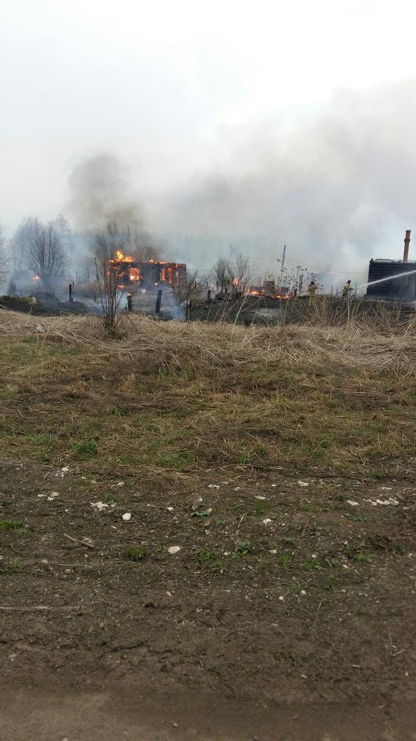 Очевидцы: «В Чепецком районе дети подожгли дом»
