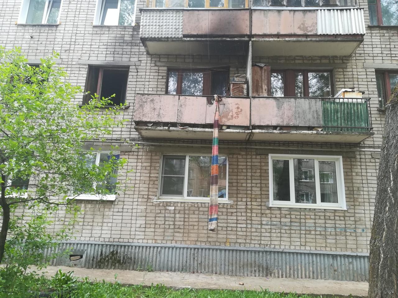 «Жители хотели спуститься из горящей квартиры по дорожке»