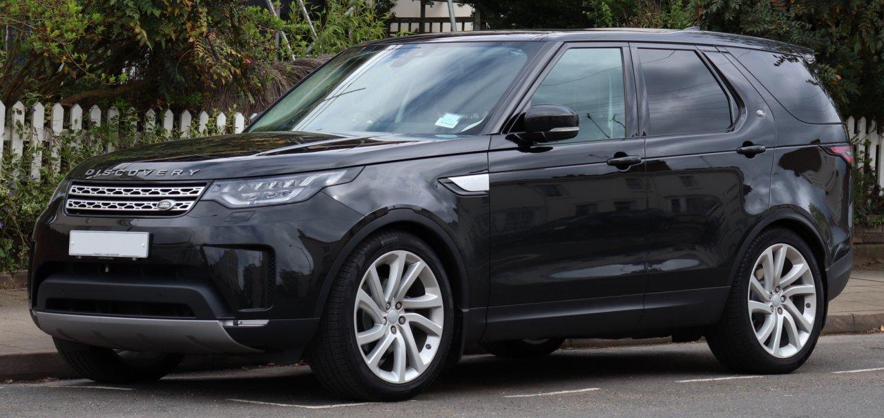 Приставы арестовали у чепчанки Land Rover за долги