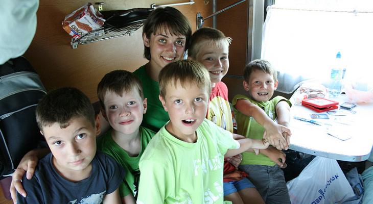 Летом многодетным семьям предоставят скидку на проезд в поезде