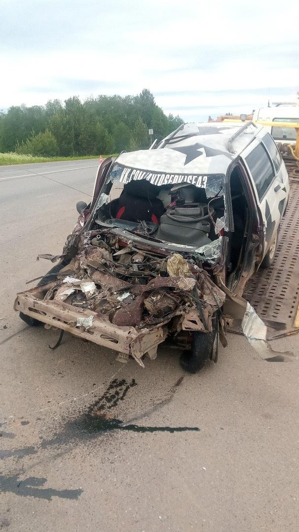 В Чепецком районе ВАЗ влетел в рейсовый автобус: пострадавший в реанимации
