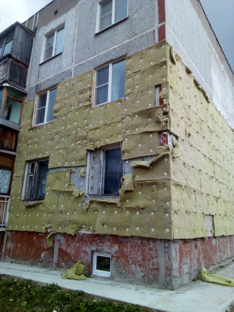 «Теперь ковры вешают»: жильцы в соцсетях удивляются капремонту домов