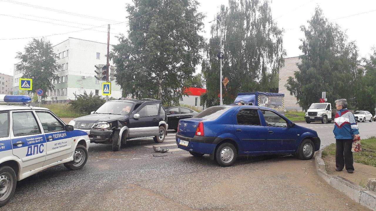 В ГИБДД рассказали об обстоятельствах аварии на «проклятом» перекрестке в Чепецке