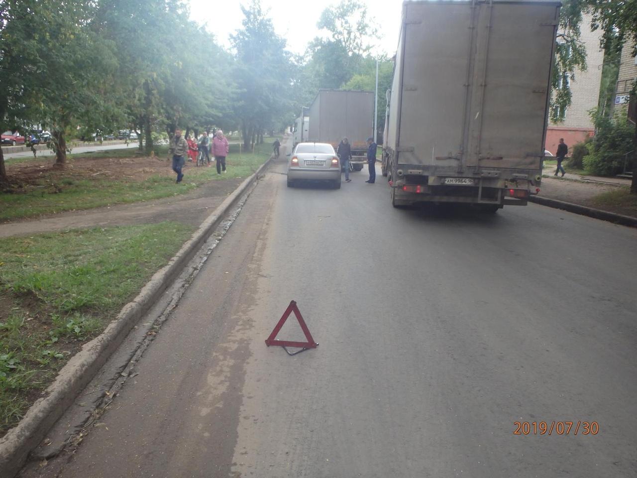В Кирово-Чепецке Škoda въехала в многотонную фуру
