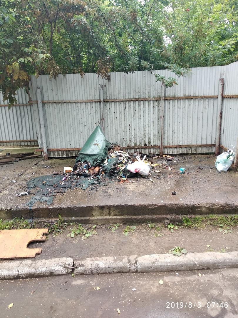 Фото дня: в Кирово-Чепецке сгорел мусорный бак