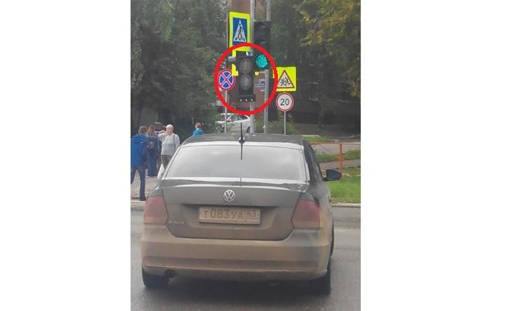 Чепчане жалуются на работу нового светофора у торгового центра