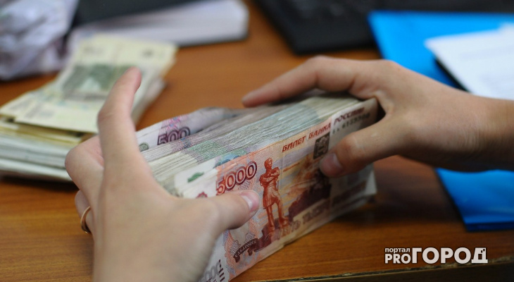 Зарплата чиновников Кировской области оказалась одной из самых маленьких в стране
