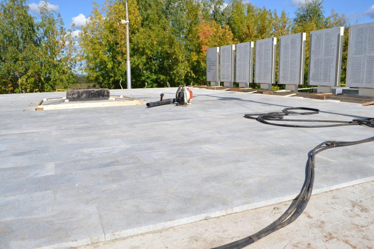 Фото дня: в Кирово-Чепецке продолжается реконструкция мемориала Вечный огонь