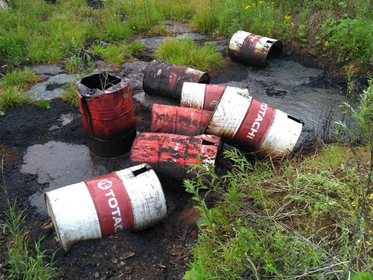 В Кирово-Чепецке разыскивают организаторов свалки отходов нефтепродуктов