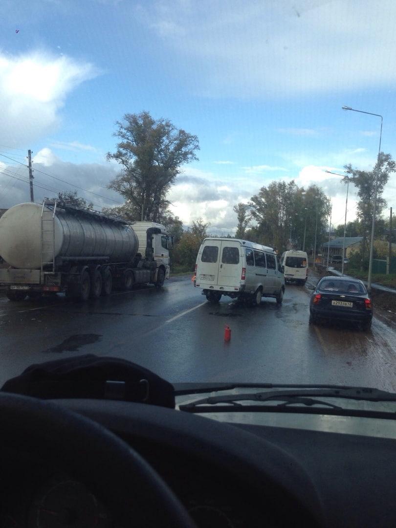 В Кирово-Чепецком районе не поделили дорогу КамАЗ и ГАЗ