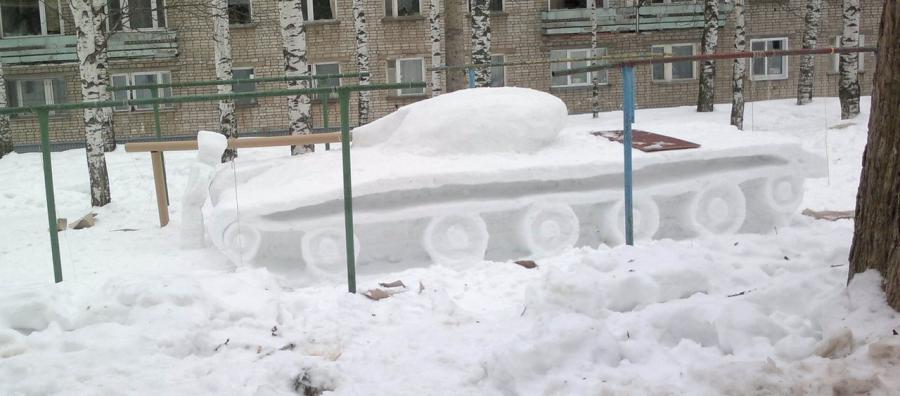 В Чепецке появился огромный танк