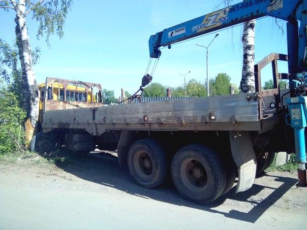 """В Чепецке водитель """"КАМАЗ"""" врезался в дерево"""