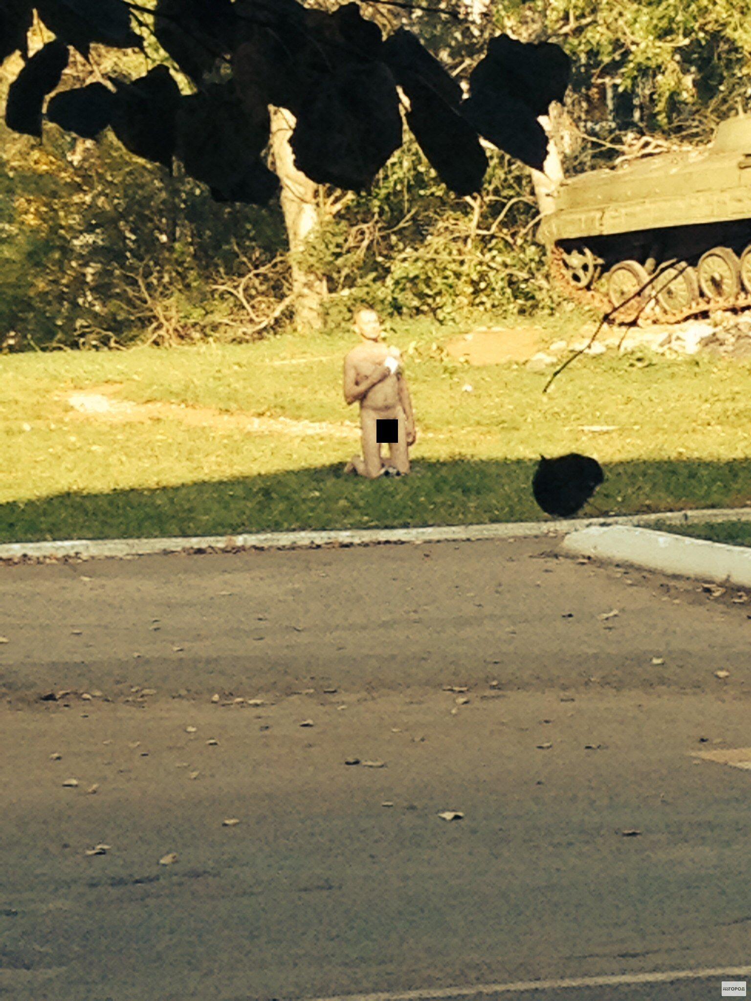 В Кирово-Чепецке по улице на глазах детей разгуливал голый мужчина
