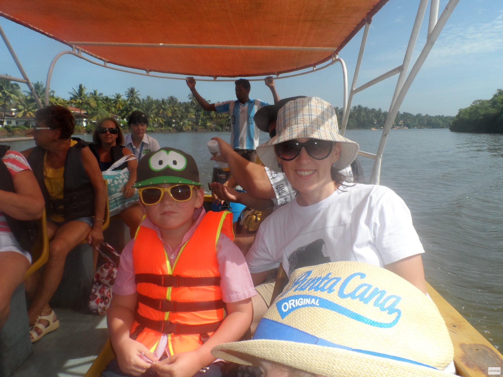 Семья из Слободского чудом спаслась при крушении судна в Индии