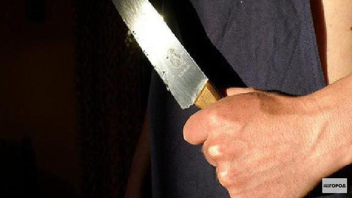В Кирово-Чепецке полицейским удалось спасти 21-летнего парня, раненного ножом