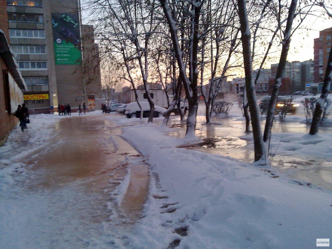 В Кирово-Чепецке прорвало трубу с горячей водой