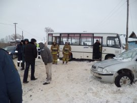 ДТП в Кирово-Чепецком районе: легковушка столкнулась с автобусом, очевидцы утверждают, что есть погибшие