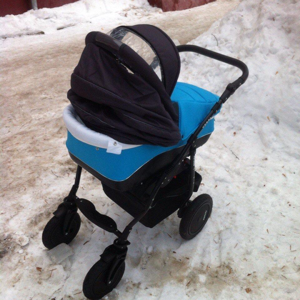 В Кирове умер младенец, на которого обрушилась девятикилограммовая глыба снега