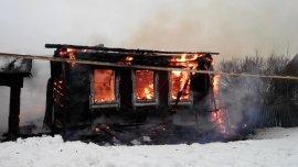 В Вятскополянском районе сгорел деревянный дом. Есть пострадавший