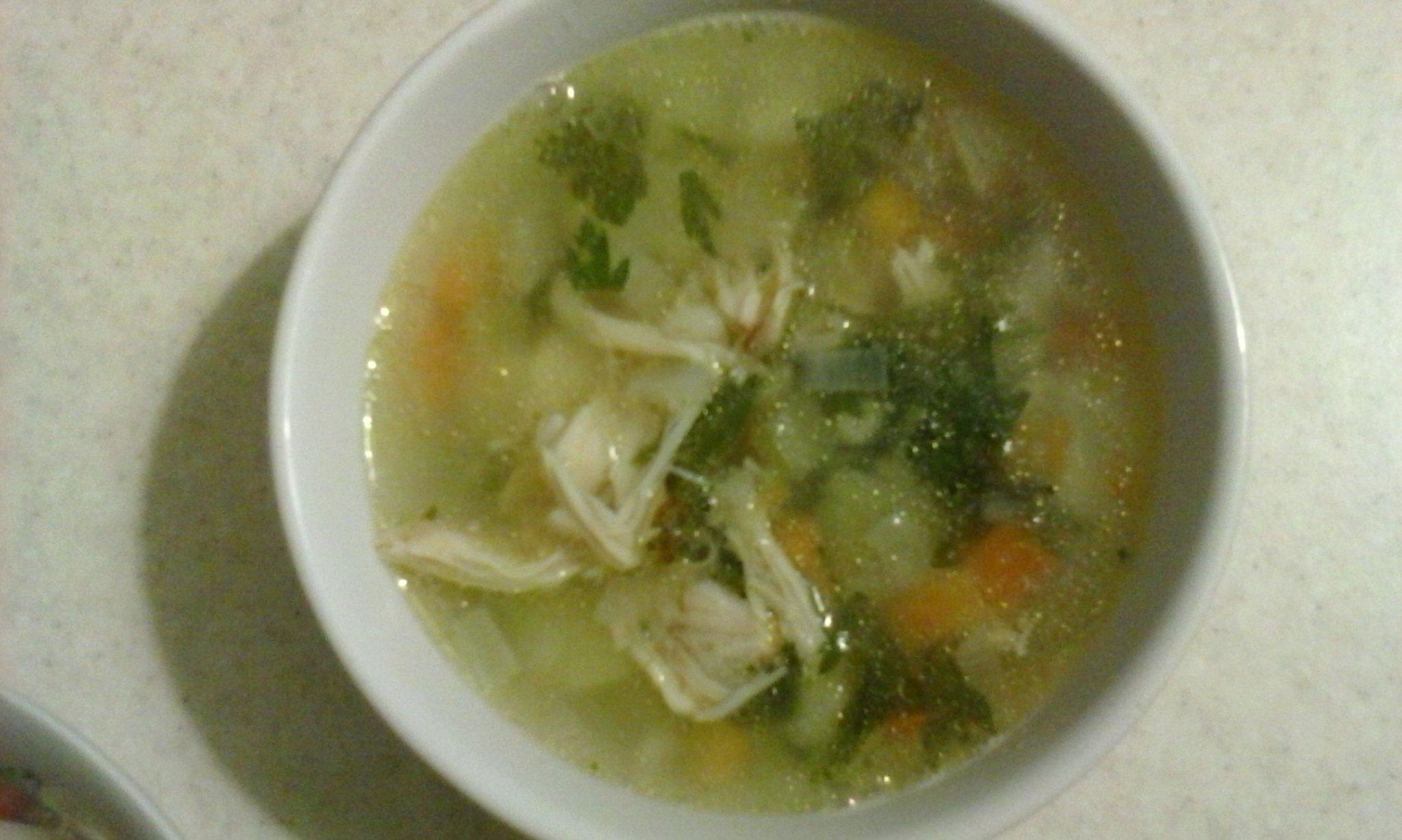 Куриный суп с перловкой и сельдереем: вам понравится!