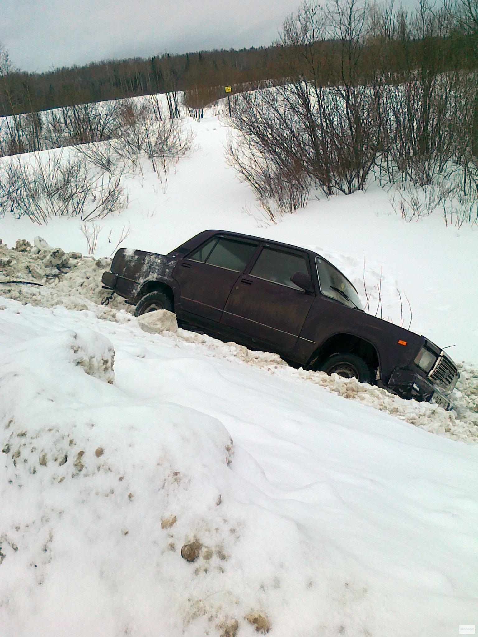 В Кирово-Чепецком районе авто вылетело с трассы в сугроб